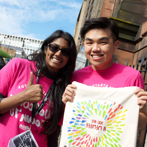 Chong Kar Mun and Abinaya Murugappan hand out goody bags during Freshers' Week 2015